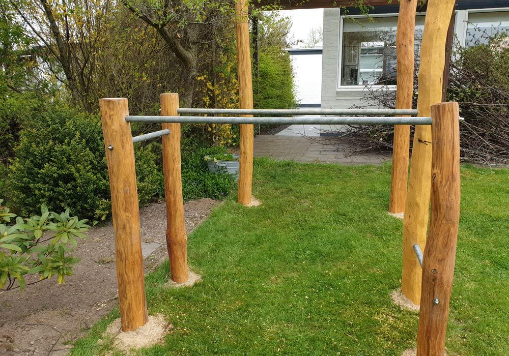 træningsstativ til haven med pull up og dips
